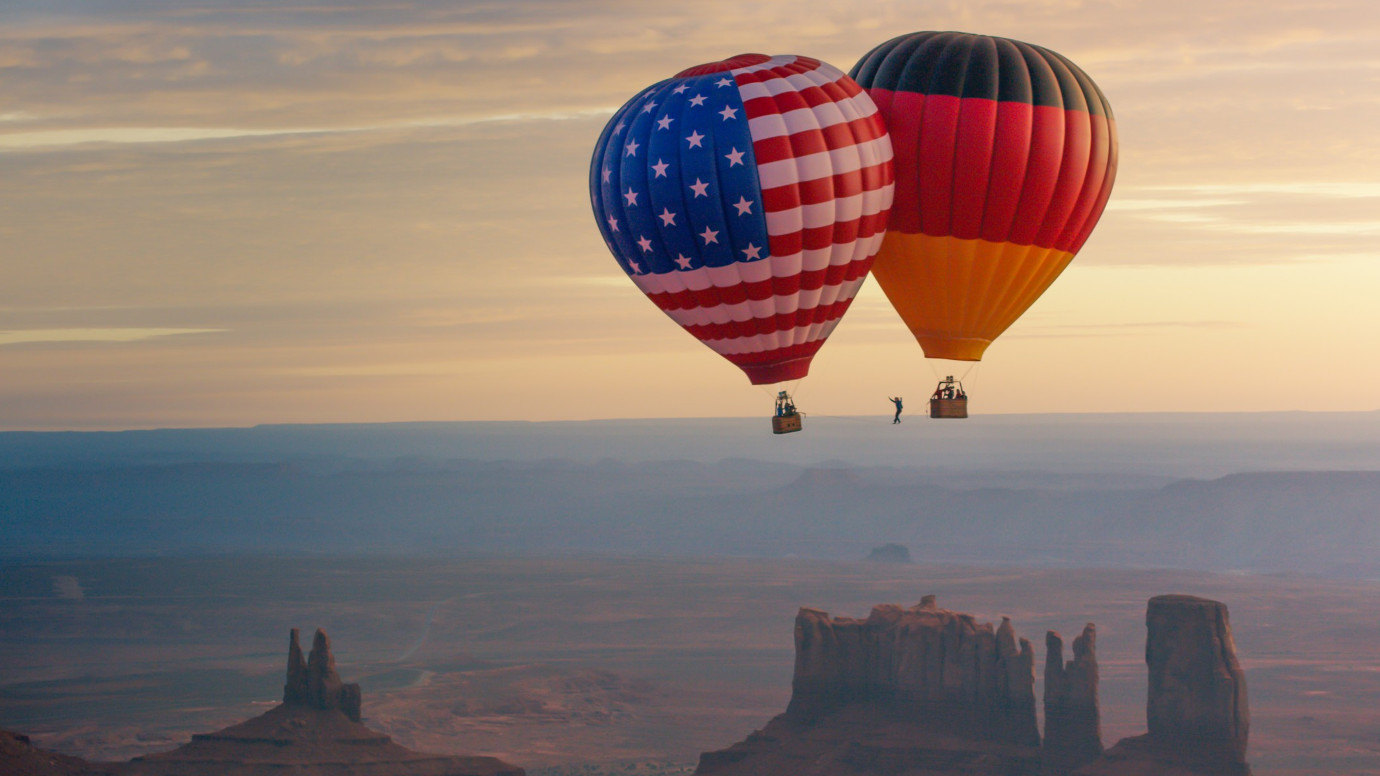 Balloon Highline above Monument Valley