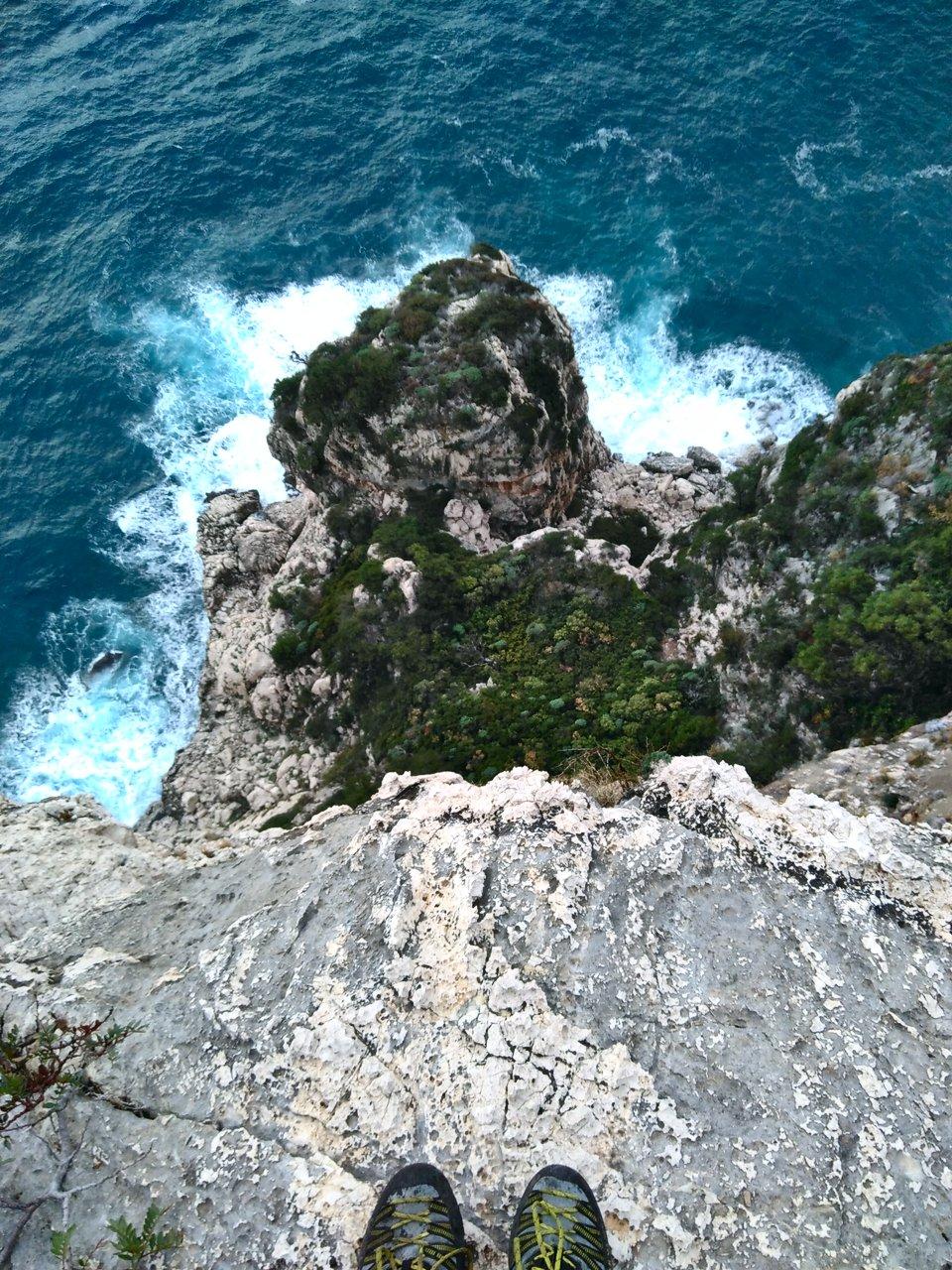 BASE jump Cala Gonone