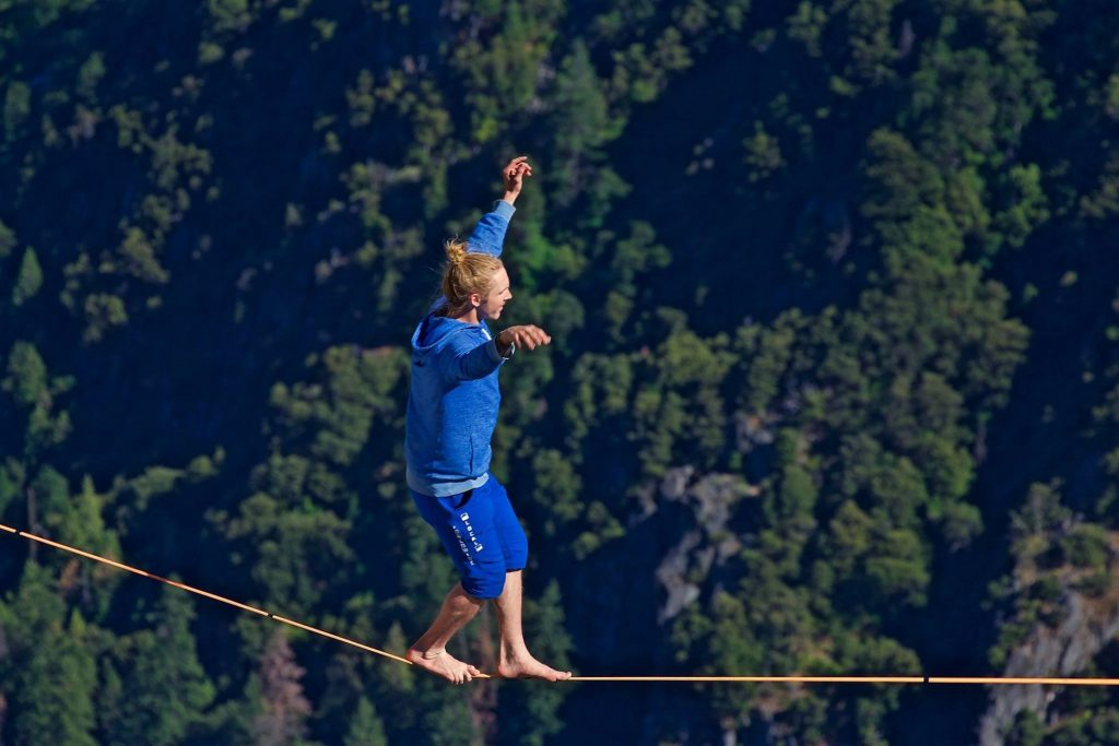 Free solo highline walk in Yosemite