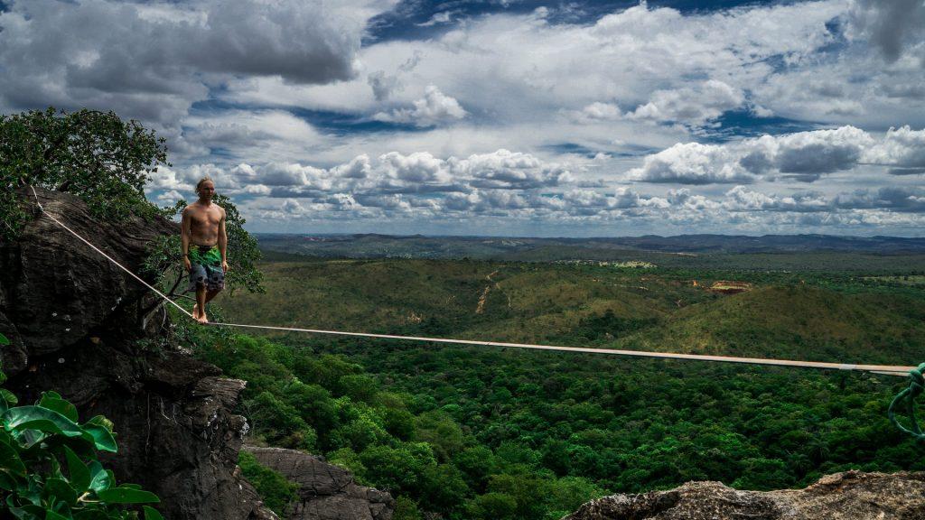 Free solo highline walk in Serra do Cipo (Brazil)